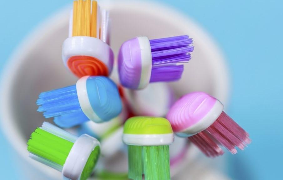 estina-dello-spazzolino-de-denti